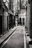 Passage in Whitechapel, the district where Jack the Ripper comit — Stock Photo