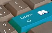 Клавиатура с ключом для электронного обучения — Стоковое фото