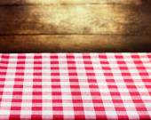 Checkered red tablecloth over wooden background — Fotografia Stock