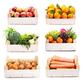 Insieme di vari alimenti in scatola di legno — Foto Stock