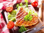 Pechugas de pollo asadas — Foto de Stock