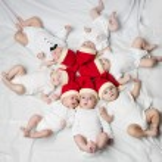 Cute babies with santa hats — Stock Photo #57186433