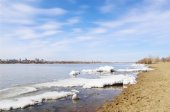 Spring on river Irtysh. Omsk, Russia. — Stock Photo
