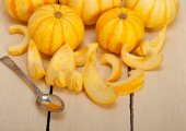 Fresh yellow pumpkin — Stock Photo