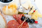 Mix cold cut on a stone with fresh pears — Stock Photo