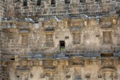 The backdrop including niches for statues at the ancient roman theater of Aspendos, Anatolia. — Stock Photo