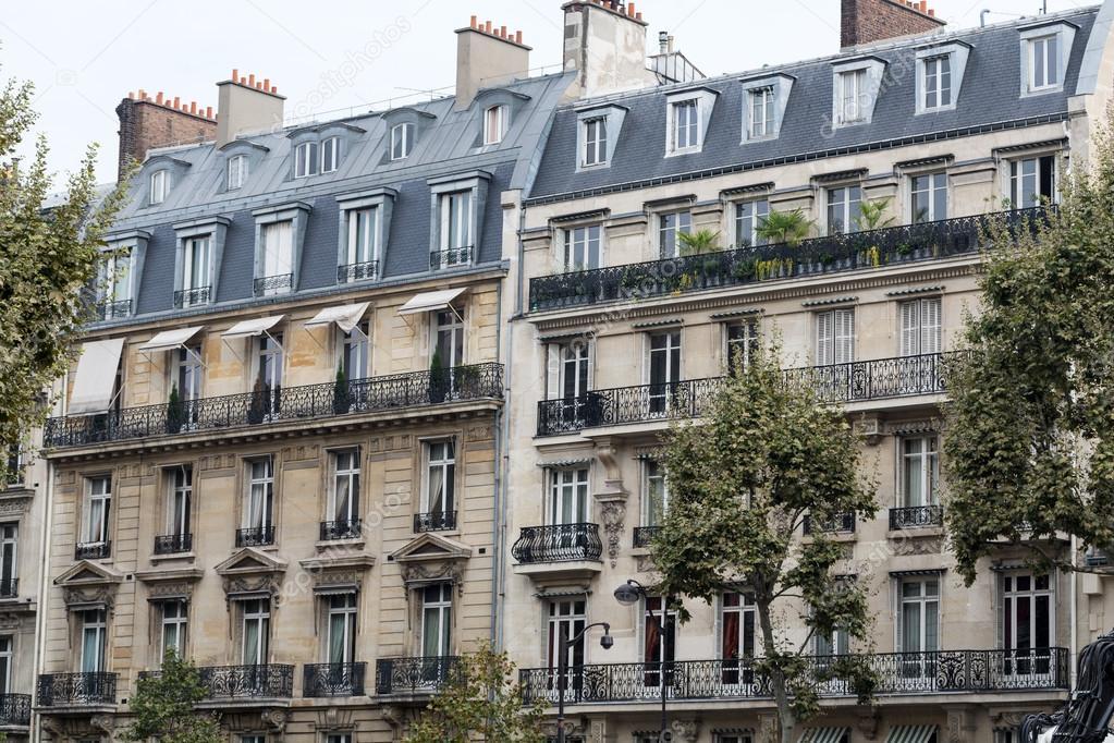 fa ade d 39 une maison typique avec balcon paris photographie wjarek 57445147. Black Bedroom Furniture Sets. Home Design Ideas