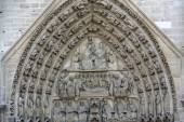 Paris - West facade of Notre Dame Cathedral. The Virgin Mary portal and tympanum — Stock Photo