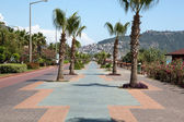 Alanya - Cleopatra beach. Long boardwalk and bike path — Stock Photo