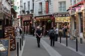 Latin Quarter of Paris, France. Narrow street of Paris among old traditional parisian houses and cafe in Paris. — Stock Photo
