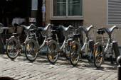 Parking of bicycles for rent on the streets of Paris — Foto Stock