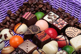 Set of a various chocolate pralines and coffee beans in lavender basket — 图库照片