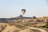 The greatest tourist attraction of Cappadocia , the flight with the balloon. Cappadocia, Turkey — Stock Photo