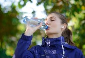 Young Beautiful Sports Woman Drinking Water During Exercises — Stock Photo
