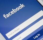 ZAPORIZHZHYA, UKRAINE - NOVEMBER 07, 2014: White Smart Phone with Facebook Social Network Log In Screen on the Black Table. — 图库照片