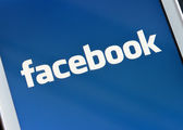 ZAPORIZHZHYA, UKRAINE - NOVEMBER 07, 2014: White Smart Phone with Facebook Social Network on Screen — Stock Photo