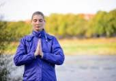 Young Beautiful Woman Meditate on the River — Stock Photo