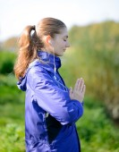 Young Beautiful Woman Meditate in the Park — Stok fotoğraf