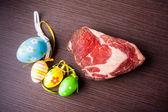 イースターの卵と牛肉します。 — ストック写真