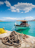 Fishing Boat off the coast of Crete with marine rope and fishing — ストック写真