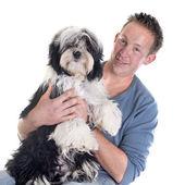 Man and  tibetan terrier — Zdjęcie stockowe