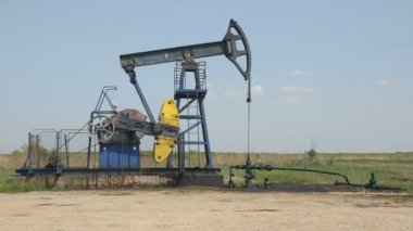 Oil Well in the Field Pumping Crude Diesel, Side Take 1920x1080 25p — Stock Video