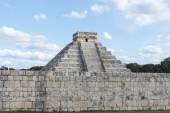 A view of part of the archaeological complex Chichen Itza, one of the most visited sites in Mexico — Stock Photo