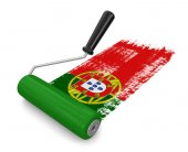 Paint roller with Portuguese flag (clipping path included) — Stock Photo