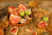 Pomegranates and figs — Stock Photo