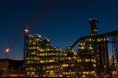 Petrochemical plant at dusk — Stock fotografie