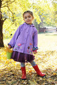 Girl with basket and leaves in autumn park — Stock Photo