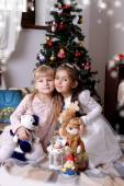 Girls under Christmas tree — Foto de Stock
