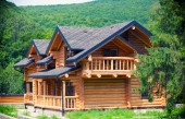 Wooden house in Carpathians — Stock Photo