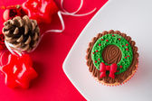 Christmas cupcake in decorative setting — Stock Photo