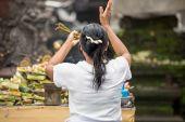 Bali dili kadın dua — Stok fotoğraf