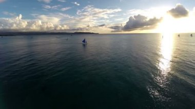 Aerial : Flight over the ocean and beautiful sailboat — Video Stock