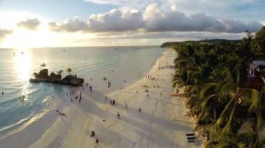 Aerial flight above white beach and Willy's Rock at Boracay Beach — Stock Video
