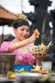 Balinese woman in temple with offering for Gods — Stock Photo
