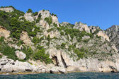 An arch and caves on the coast of Capri island, Italy — Stock Photo