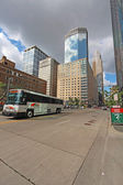 Transit bus and partial skyline of Minneapolis, Minnesota vertic — Stock Photo