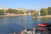 Boats near Pont Neuf and Ile de la Cite in Paris, France — Stock Photo