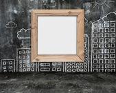 Träram tom skrivtavla med sol moln byggnader doodles — Stockfoto