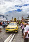 Publicity Caravan on Alpe D'Huez — Stock Photo