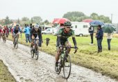 The Cyclist Yukiya Arashiro on a Cobbled Road - Tour de France 2 — Stock Photo