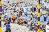 Spectators of Le Tour de France on Mont Ventoux — Stock Photo