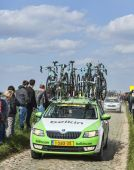 The Car of BelkinTeam on the Roads of Paris Roubaix Cycling Race — Stock Photo