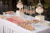 Mesa de sobremesa para uma festa de casamento — Fotografia Stock