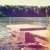 Drewniane molo w lecie — Zdjęcie stockowe
