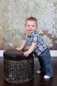 ポーズの小さな男の子 — ストック写真