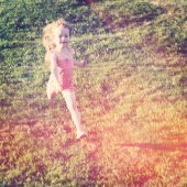 Little Girl running in the grass — Photo